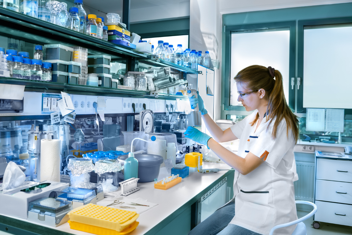 What Are the Requirements to Become a Lab Manager?