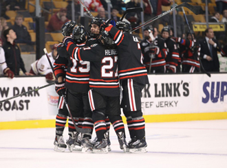 Men's hockey shooting for Hockey East title