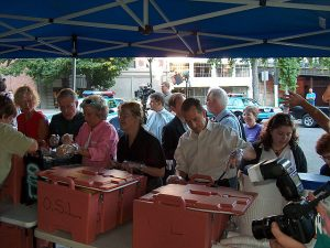 Seattle city councilors serve meals to the homeless